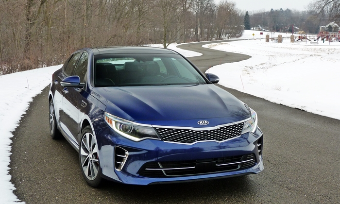 Kia Optima Photos: Kia Optima front view