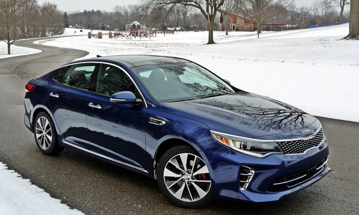Kia Optima Photos: Kia Optima front quarter view