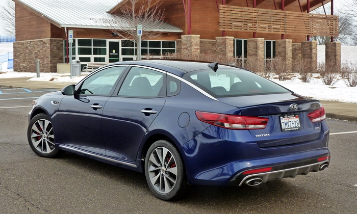 Optima Reviews: Kia Optima rear quarter view