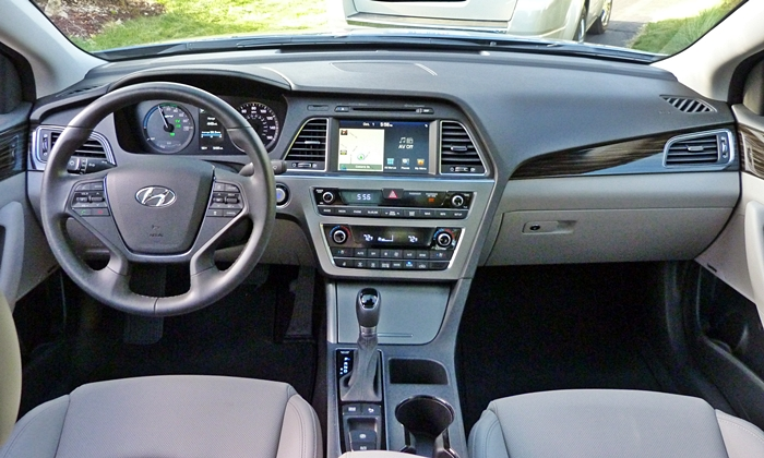 Kia Optima Photos: Hyundai Sonata instrument panel full
