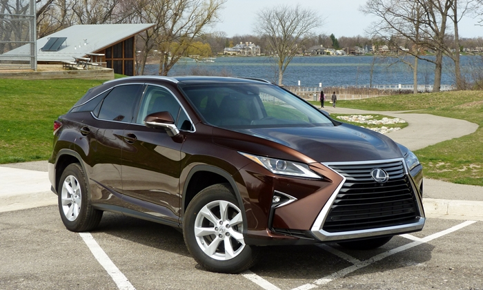 RX Reviews: Lexus RX 350 front quarter view