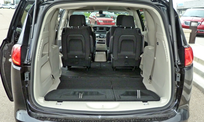 Chrysler Pacifica Photos: 2017 Chrysler Pacifica cargo area third row stowed