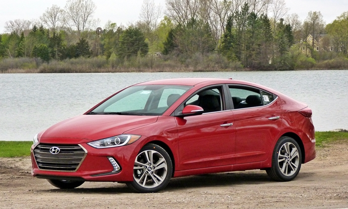 Honda Civic Photos: 2017 Hyundai Elantra front quarter view