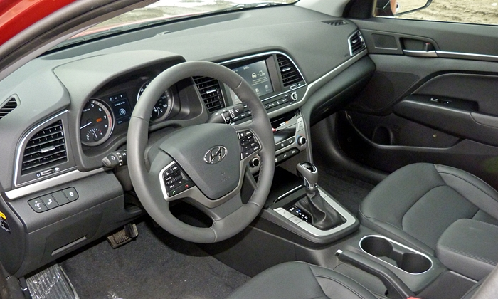 Honda Civic Photos: 2017 Hyundai Elantra interior
