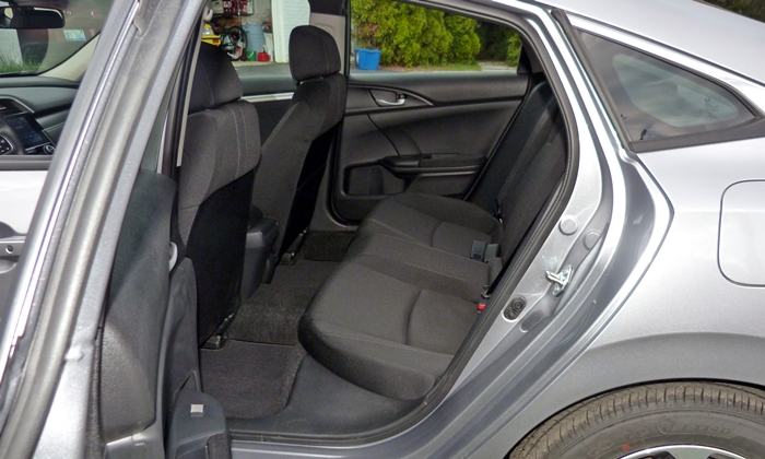 Honda Civic Photos: 2016 Honda Civic back seat