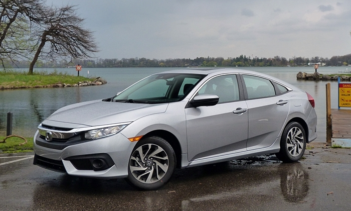2016 Honda Civic front quarter view