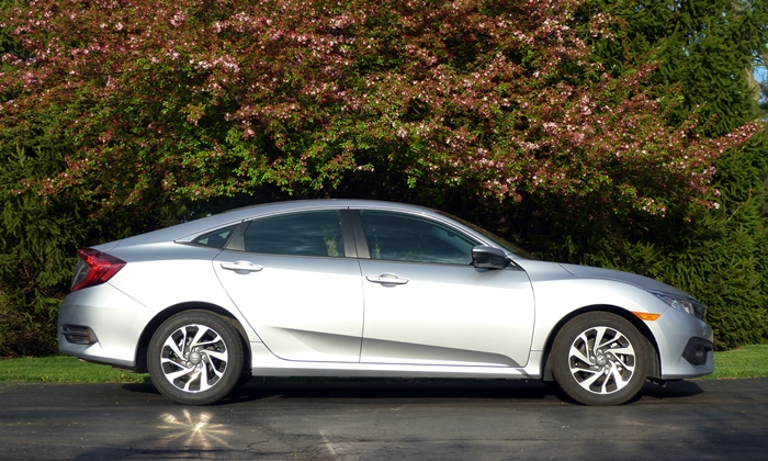 Honda Civic Photos: 2016 Honda Civic side view
