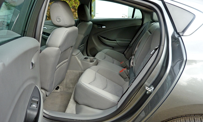 Volt Reviews: Chevrolet Volt rear seat