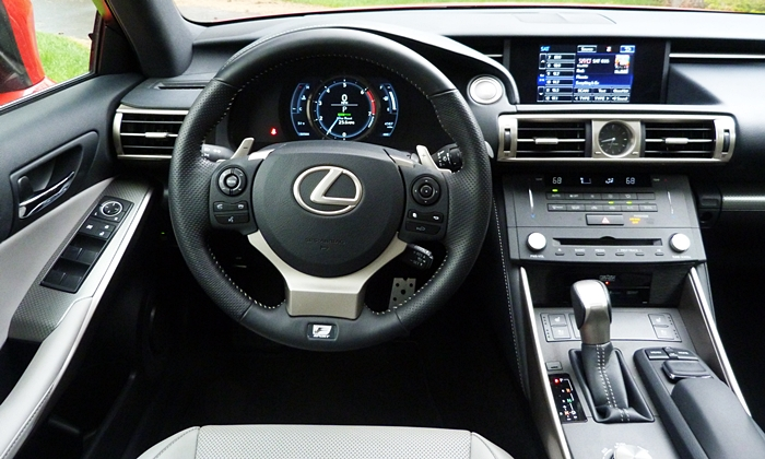 IS Reviews: Lexus IS 200t instrument panel