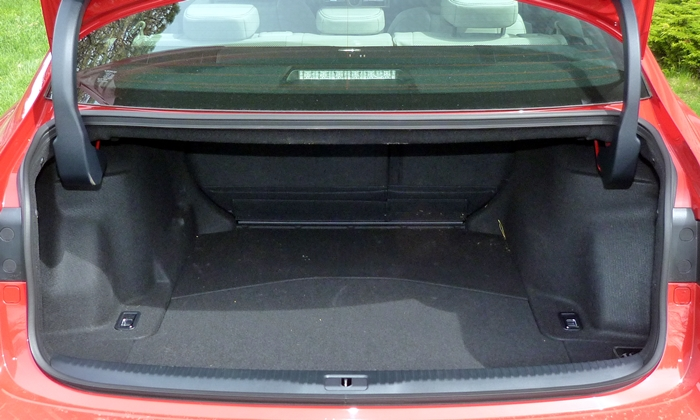 IS Reviews: Lexus IS 200t trunk