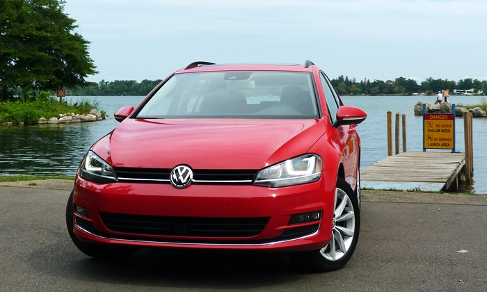 Golf / GTI Reviews: Volkswagen Golf SportWagen front view