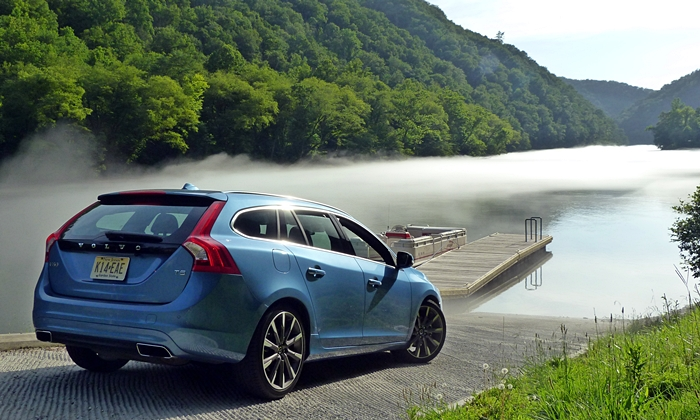Volkswagen Golf / Rabbit / GTI Photos: Volvo V60 rear quarter view