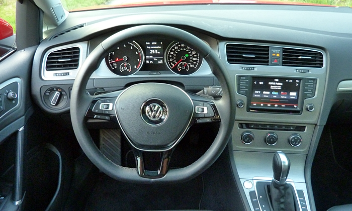 Golf / GTI Reviews: Volkswagen Golf SportWagen instrument panel