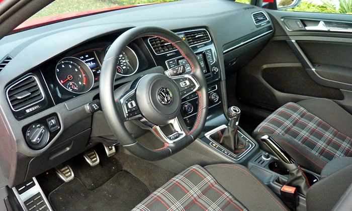 Volkswagen Golf / Rabbit / GTI Photos: Volkswagen Golf GTI interior