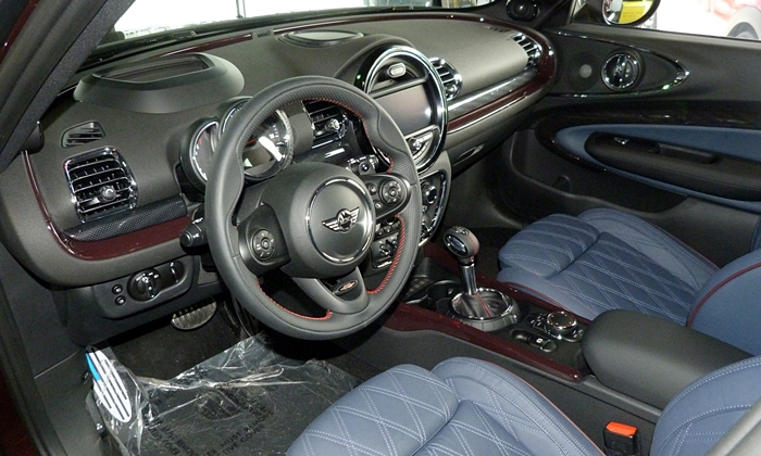 Mini Clubman Photos: Mini Cooper S Clubman interior