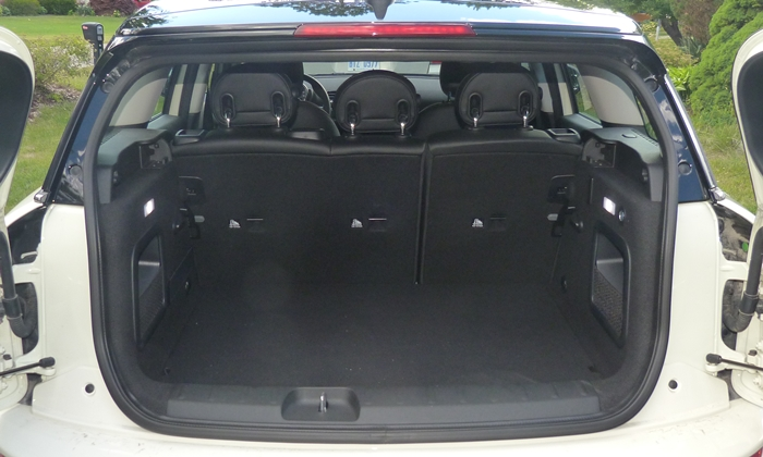 Mini Clubman Photos: Mini Cooper Clubman cargo area