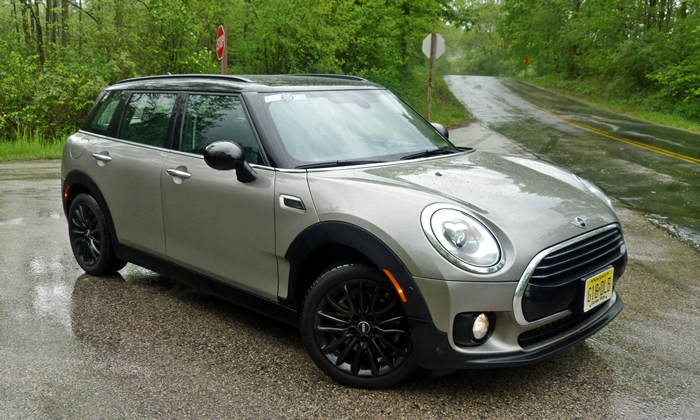 Clubman Reviews: Mini Cooper Hardtop front quarter
