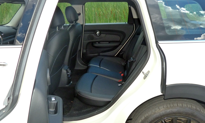 Clubman Reviews: Mini Cooper Clubman rear seat