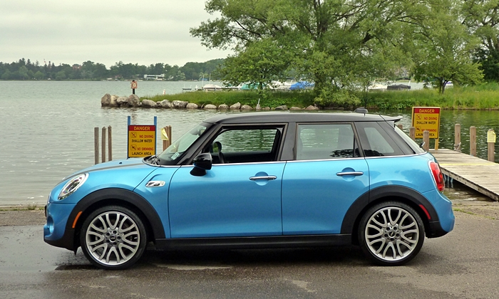 Mini Clubman Photos: Mini Hardtop four-door side