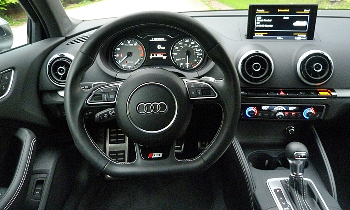 Audi A3 / S3 Photos: Audi S3 instrument panel