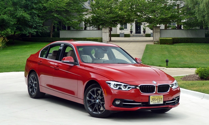 BMW 3-Series Photos: BMW 340i front angle view