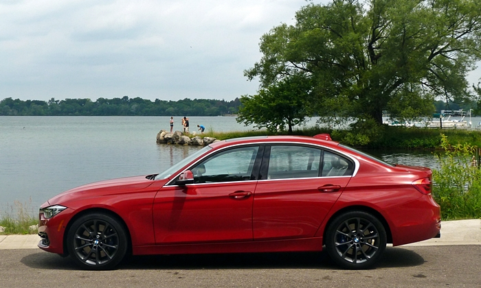 BMW 3-Series Photos: BMW 340i side view