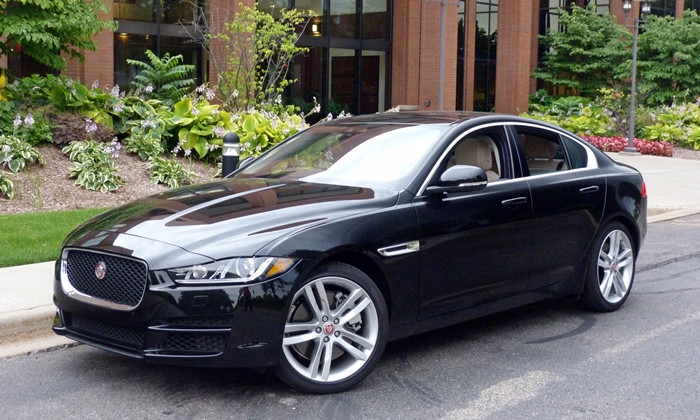 BMW 3-Series Photos: Jaguar XE front quarter view