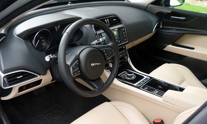 BMW 3-Series Photos: Jaguar XE interior