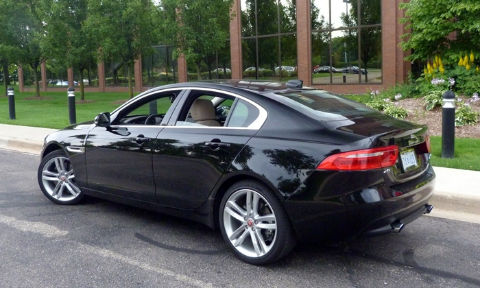 BMW 3-Series Photos: Jaguar XE rear quarter view