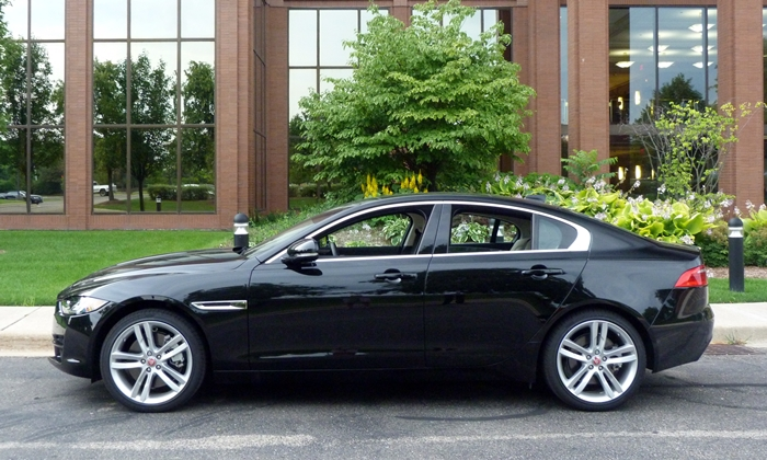 BMW 3-Series Photos: Jaguar XE side view