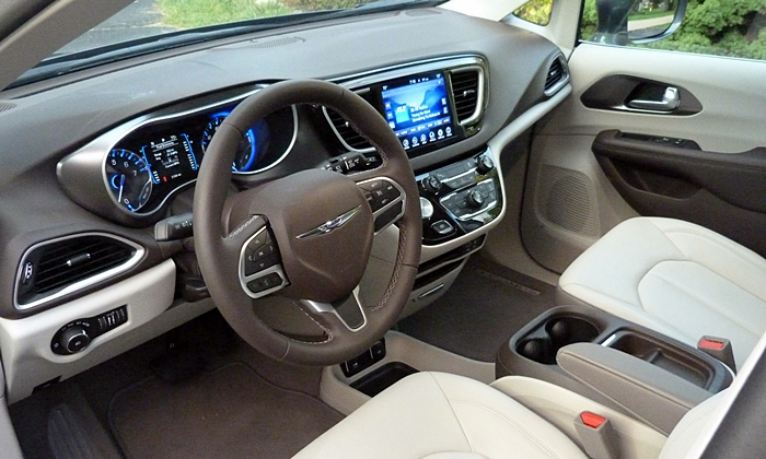 Pacifica Reviews: 2017 Chrysler Pacifica interior