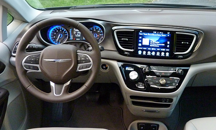 Pacifica Reviews: 2017 Chrysler Pacifica instrument panel