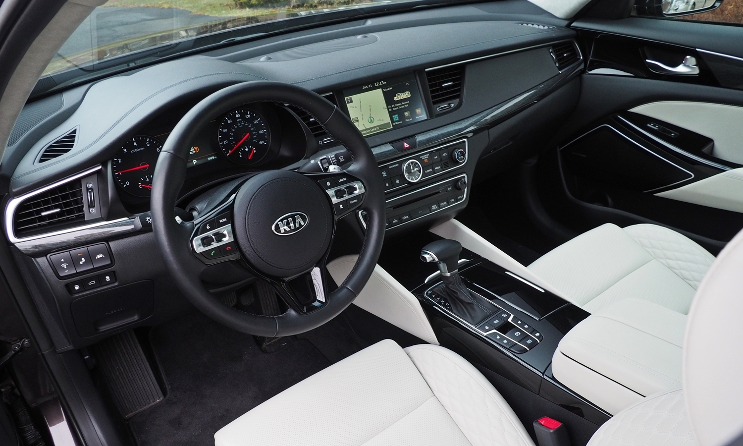 Cadenza Reviews: 2017 Kia Cadenza interior