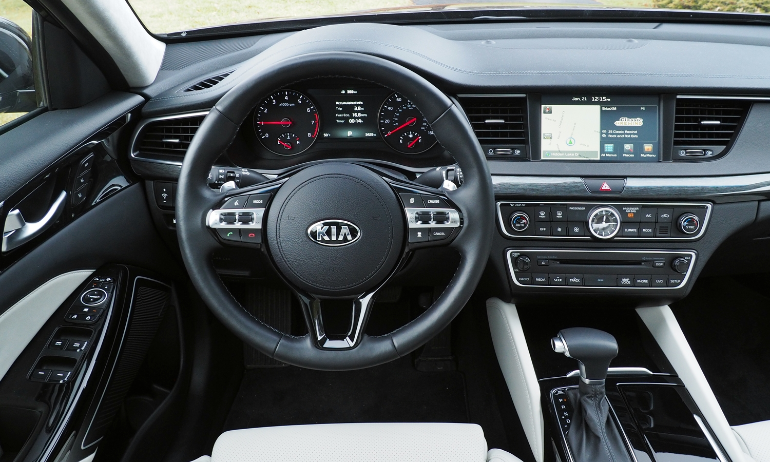 Cadenza Reviews: 2017 Kia Cadenza instrument panel