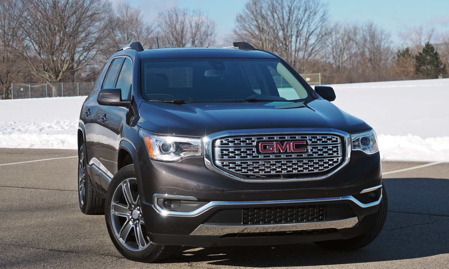 GMC Acadia Photos: 2017 GMC Acadia front angle view 3