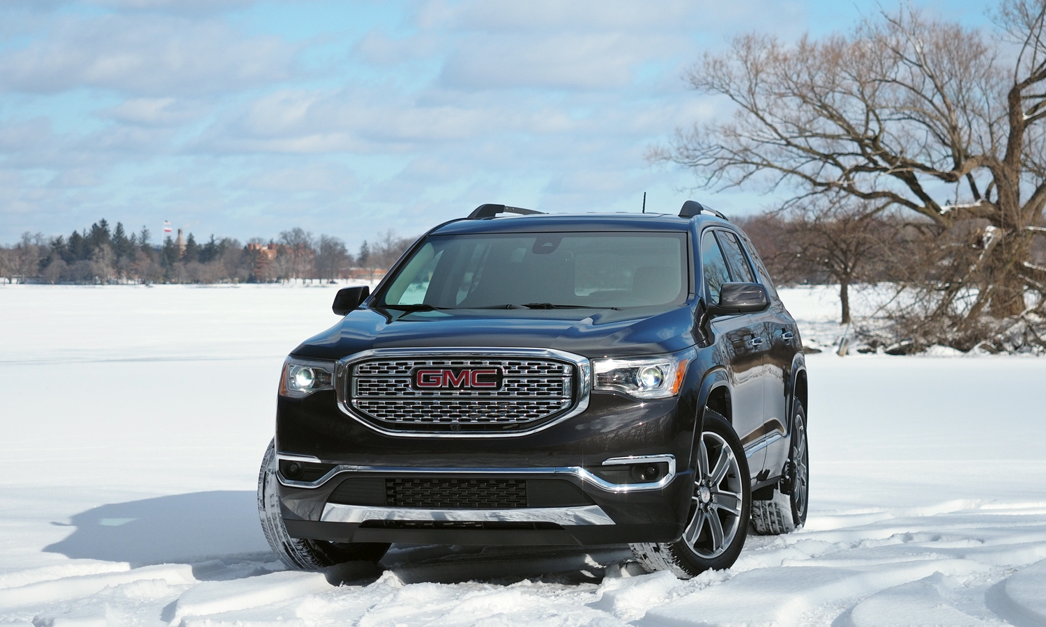 GMC Acadia Photos: 2017 GMC Acadia front angle view 2