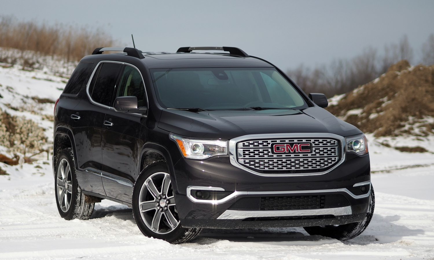 GMC Acadia Photos: 2017 GMC Acadia front quarter high view