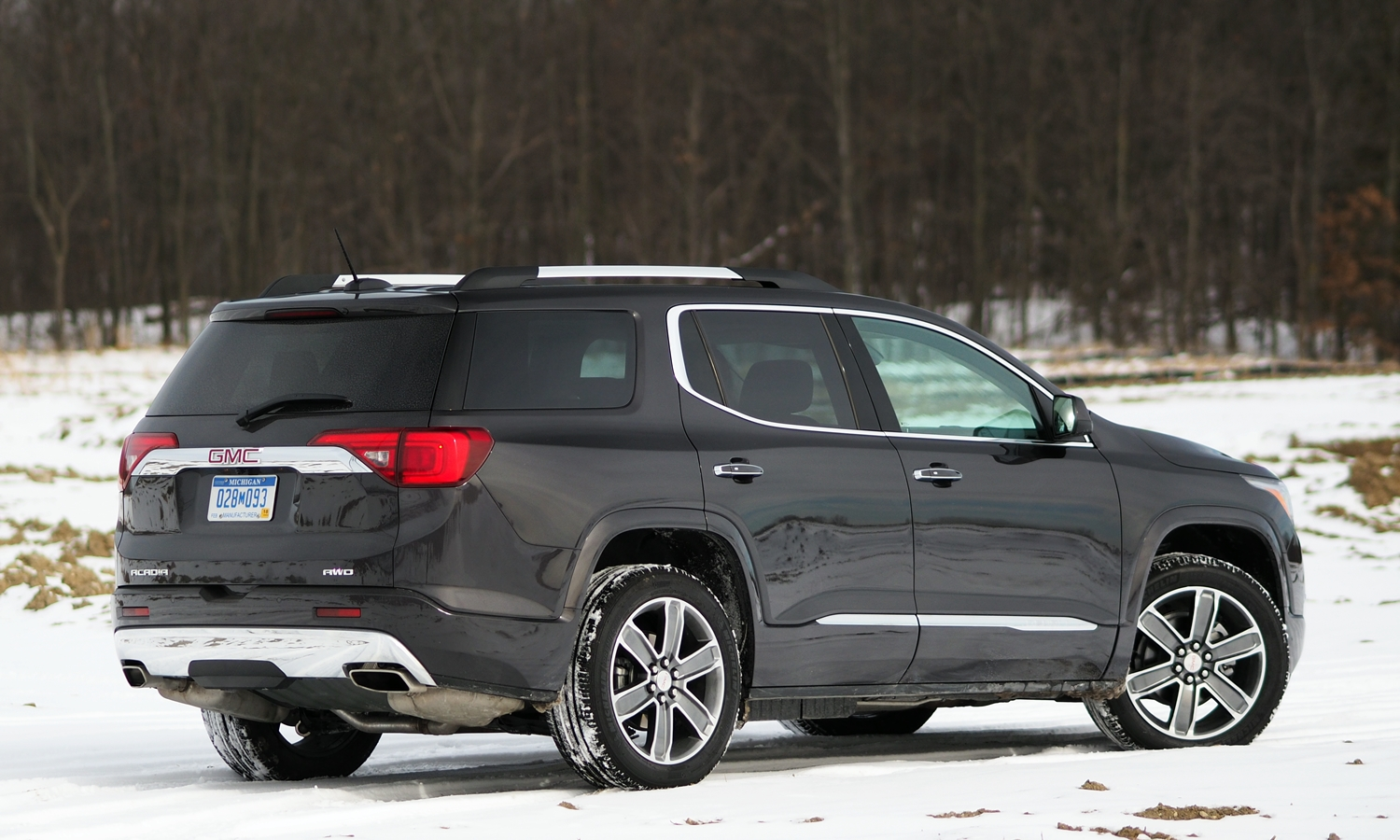 GMC Acadia Photos: 2017 GMC Acadia rear quarter view