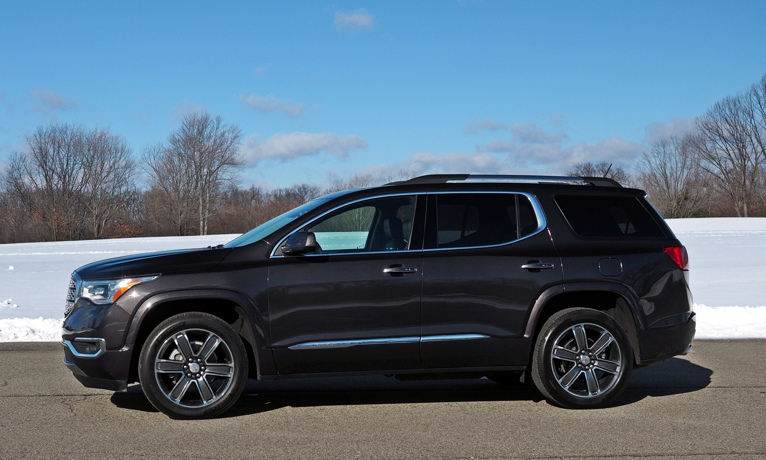 GMC Acadia Photos: 2017 GMC Acadia side view