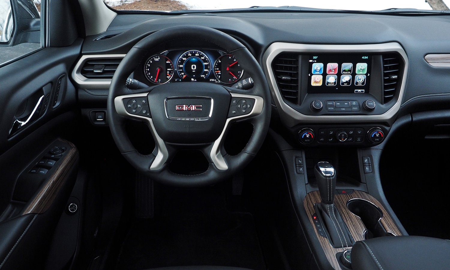 GMC Acadia Photos: 2017 GMC Acadia instrument panel