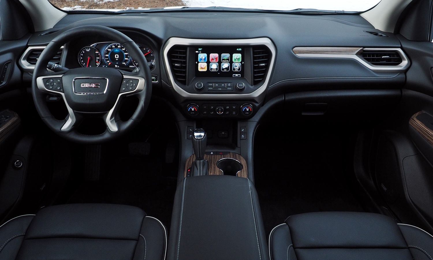 GMC Acadia Photos: 2017 GMC Acadia instrument panel full width
