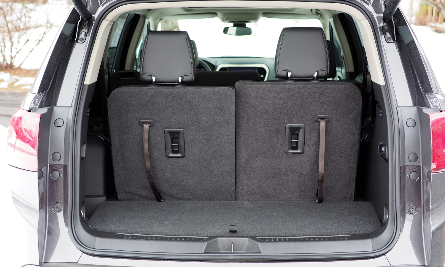 GMC Acadia Photos: 2017 GMC Acadia cargo area