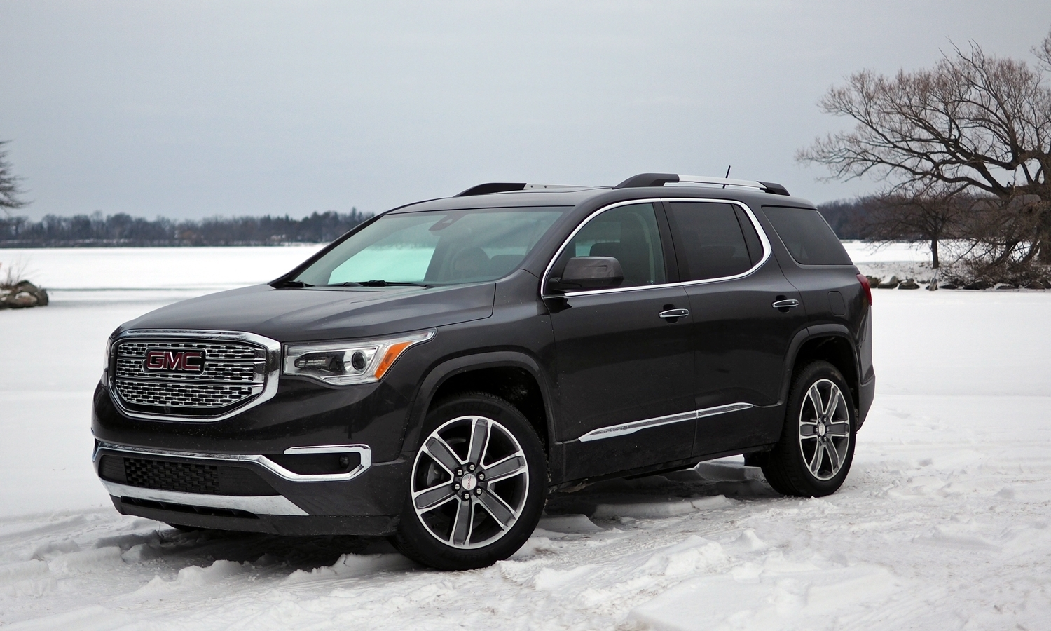 2017 GMC Acadia front quarter view