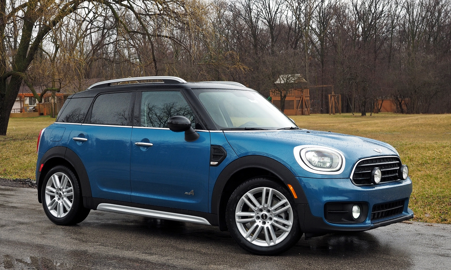Kia Soul Photos: 2017 Mini Countryman front quarter view