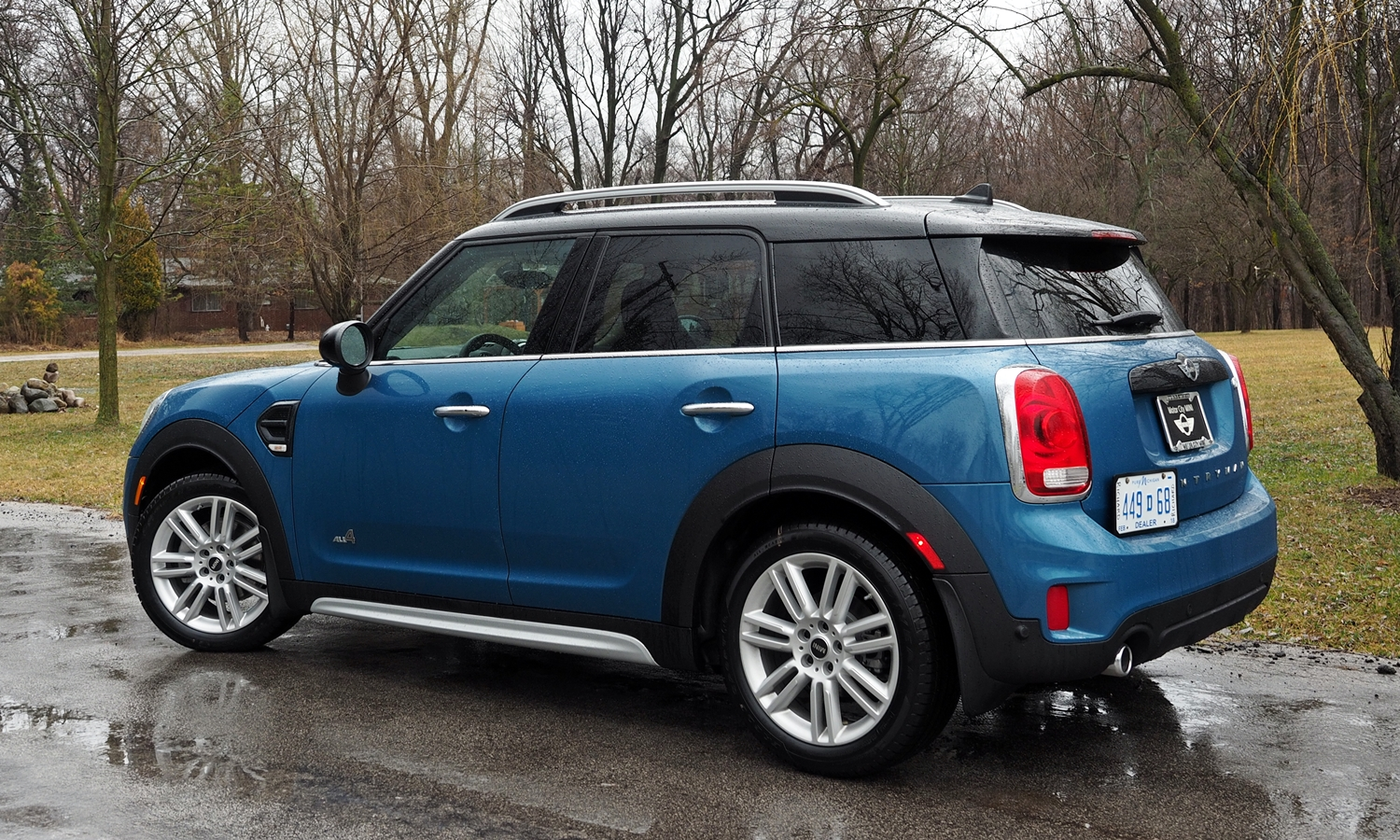 Kia Soul Photos: 2017 Mini Countryman rear quarter view