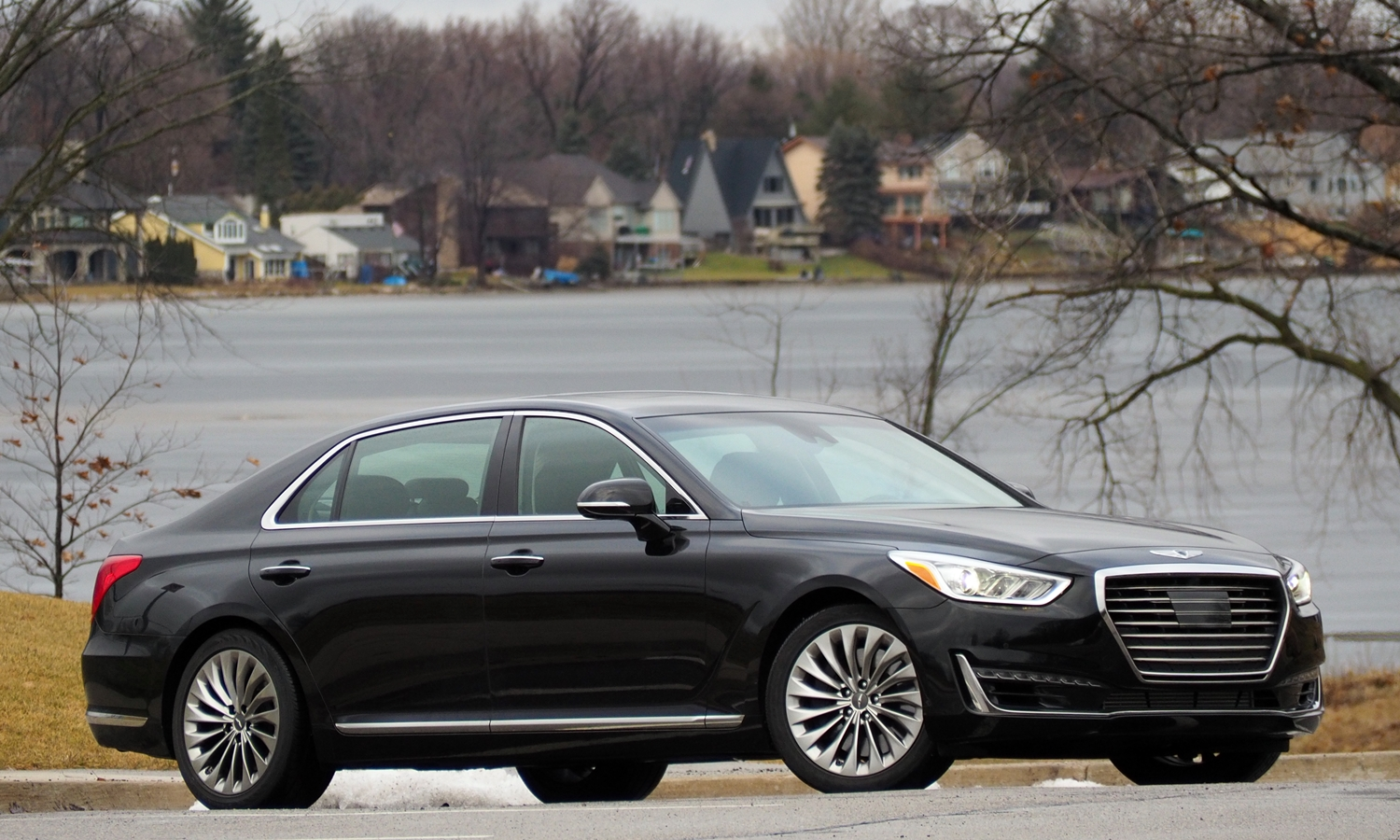 G90 Reviews: 2017 Genesis G90 front quarter view