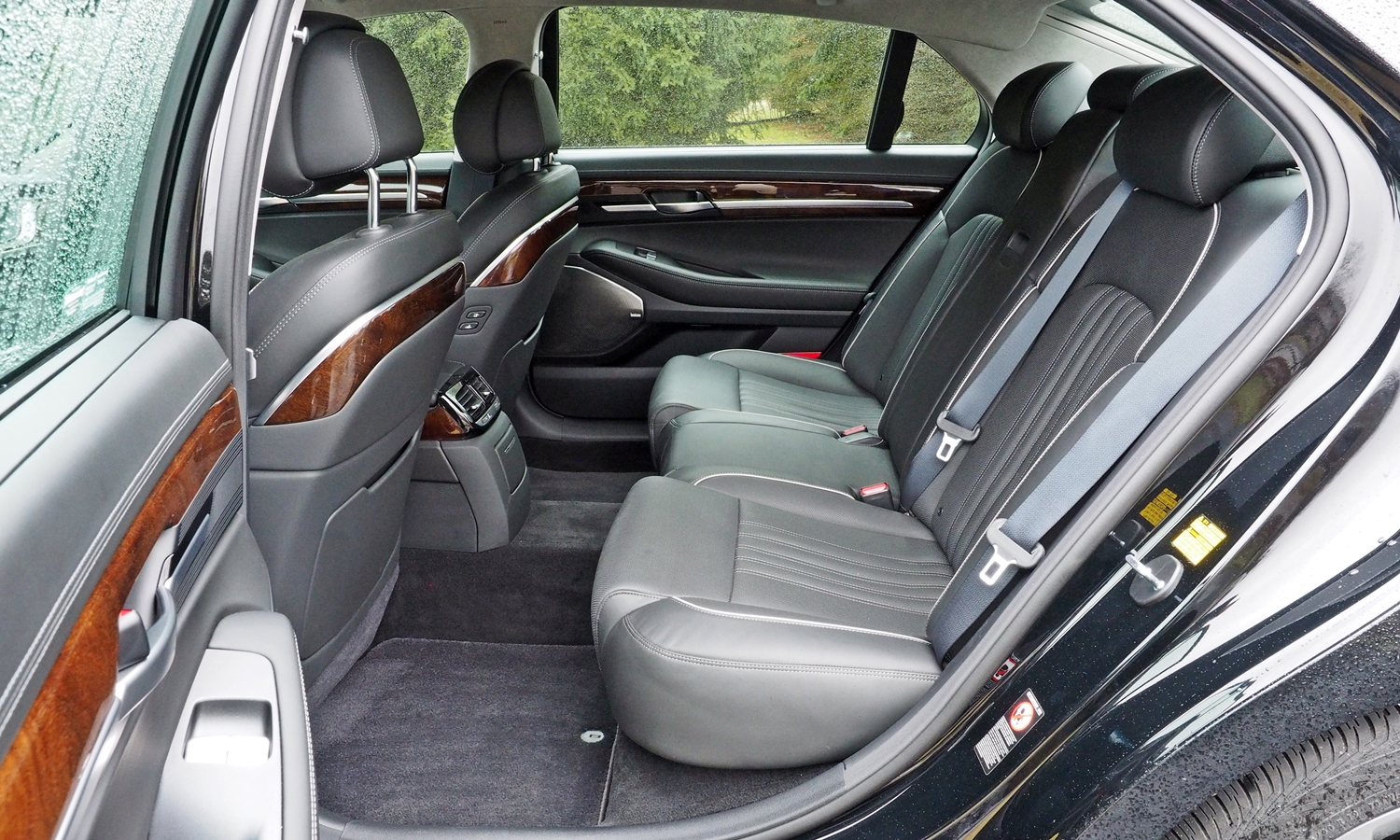 Genesis G90 Photos: 2017 Genesis G90 rear seat