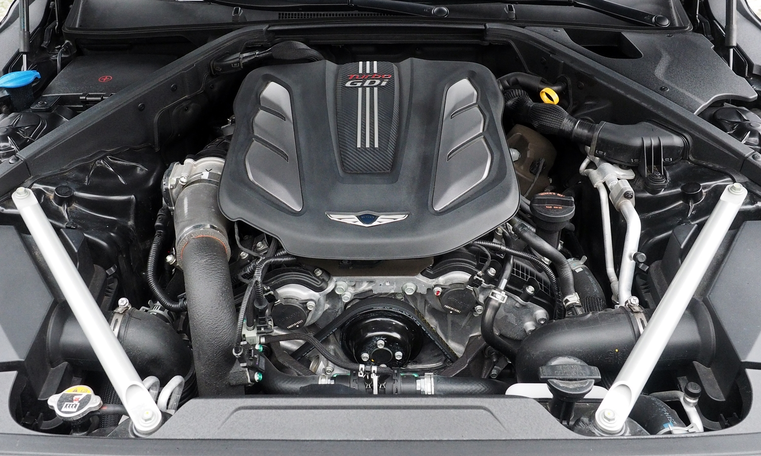 Genesis G90 Photos: 2017 Genesis G90 engine
