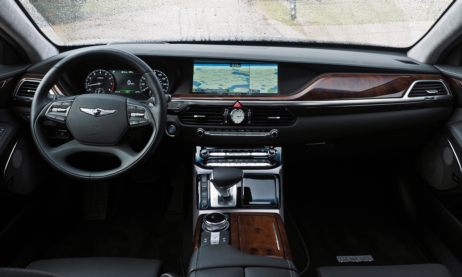 Genesis G90 Photos: 2017 Genesis G90 instrument panel full width