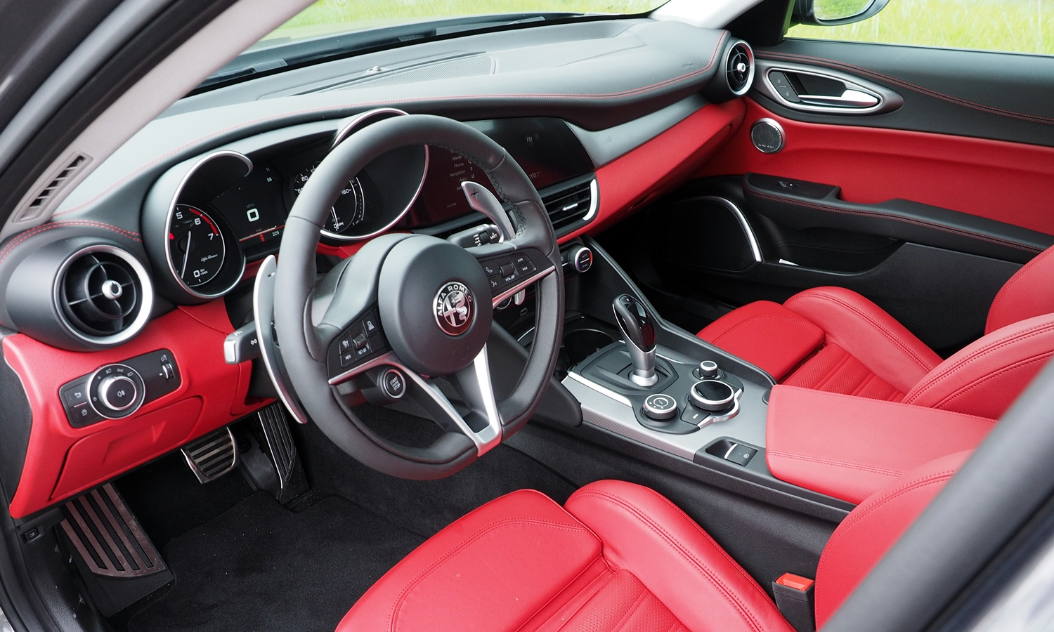2017 alfa romeo giulia pros and cons at truedelta 2017 for Alfa romeo 159 interieur